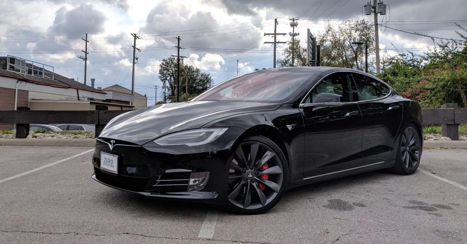2017 Tesla P100D car in black colour